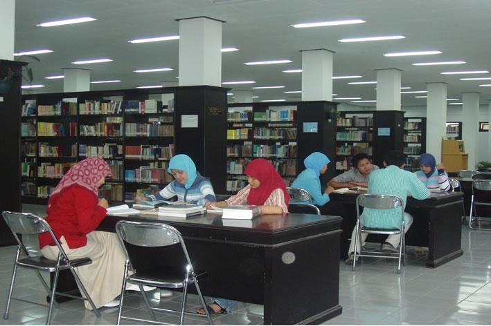 Ilustrasi: Foto perpustakaan UM Malang