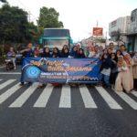 Siswa SMP Mplus Gunungpring  Bagi Takjil Kepada Masyarakat Muntilan