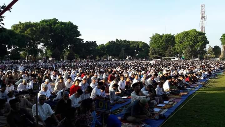 Ribuan Umat Islam Laksanakan Sholat Idul Fitri di Alun-alun Kota Wonosobo
