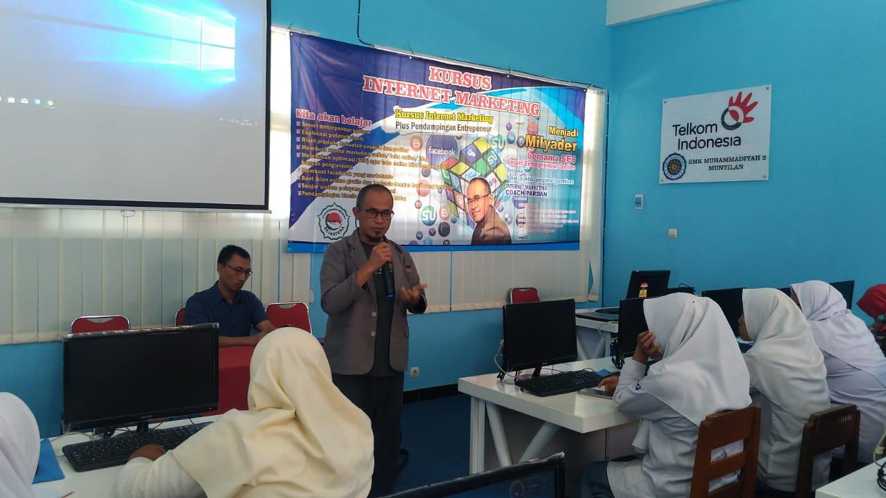 Gandeng OK Oce, Siswa SMK Muhammadiyah 2 Muntilan Ikuti Pelatihan Internet Marketing